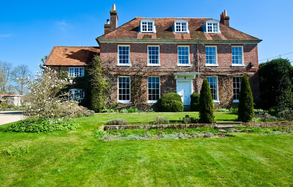Country house market in the UK sees prices continue to fall