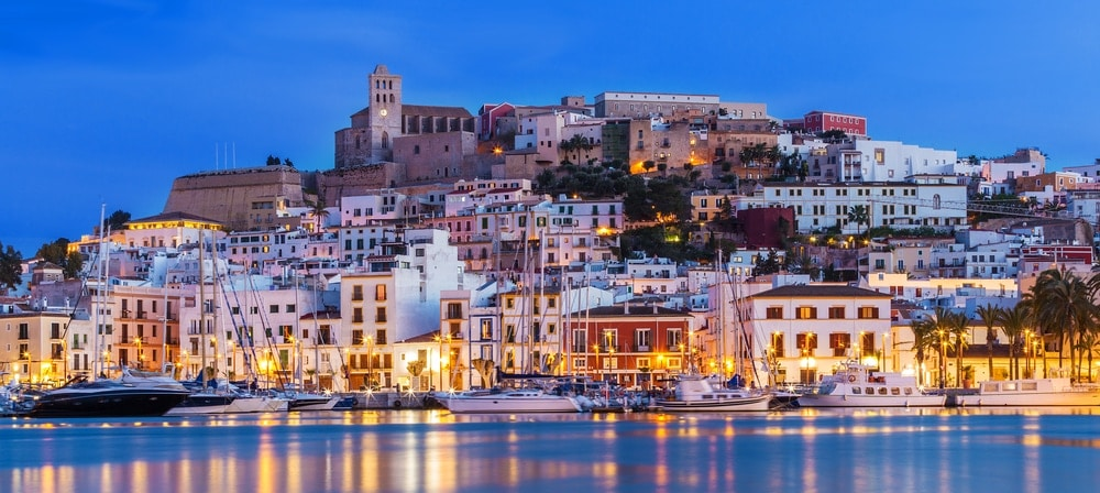Banks predict growth in sales and prices in spanish for Case ibiza agosto