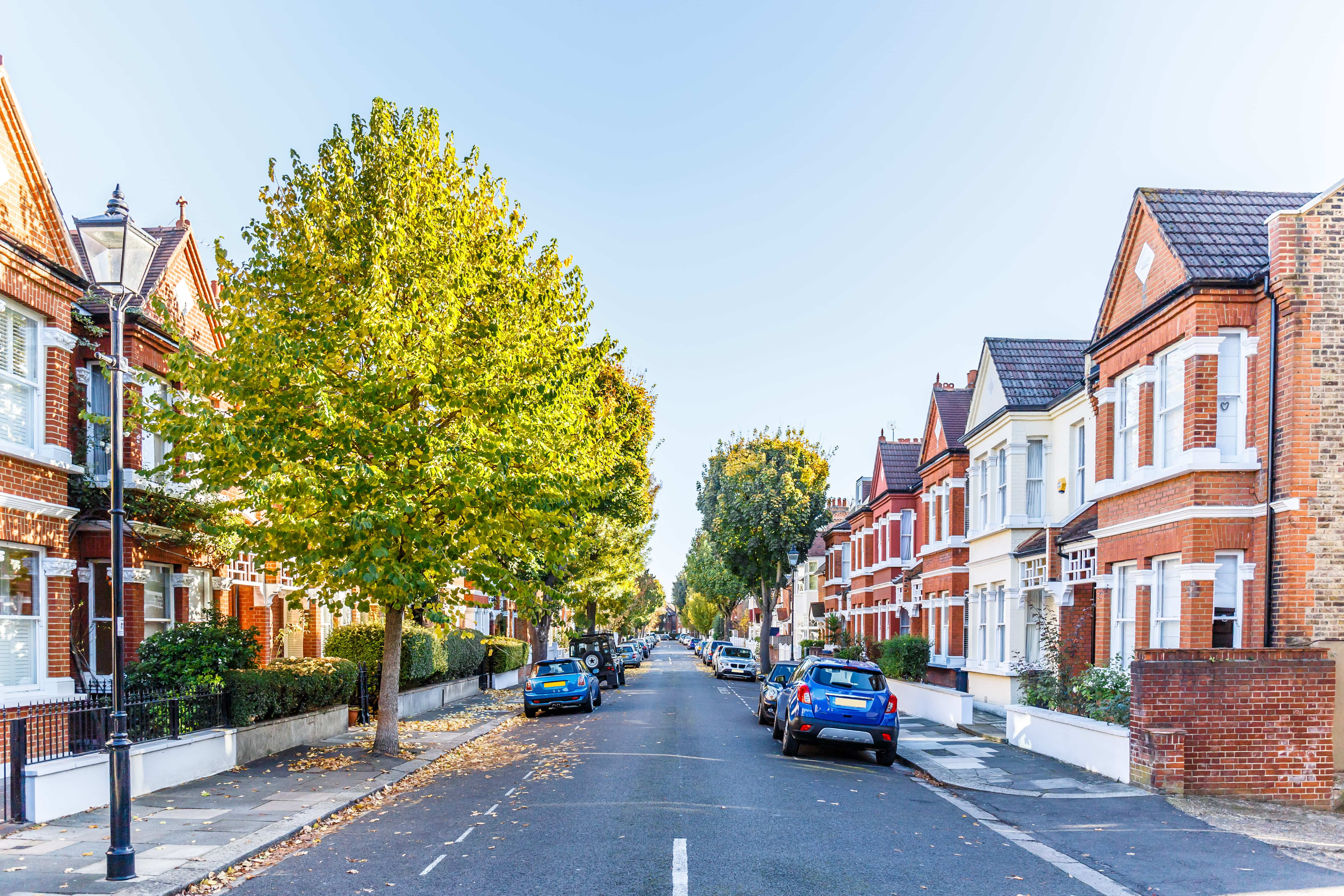 Price falls in London now spreading out beyond the capital, latest analysis suggests