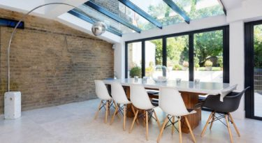 HomeAway table and chairs